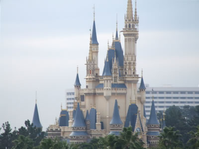 [Picture]The symbol of Tokyo Disney Land, Cinderella Castle.