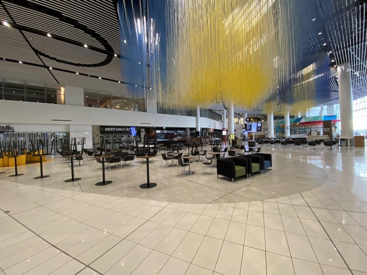 [写真]閑散としたオークランド空港の様子