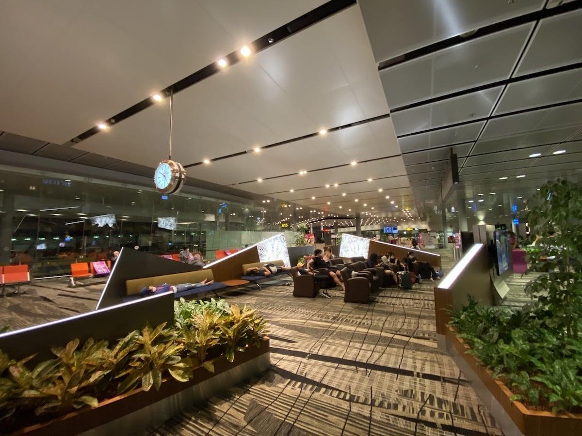 [写真]シンガポール・チャンギ国際空港トランジットエリアの様子
